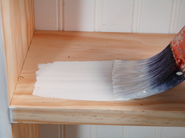 Покраска полки в ванной