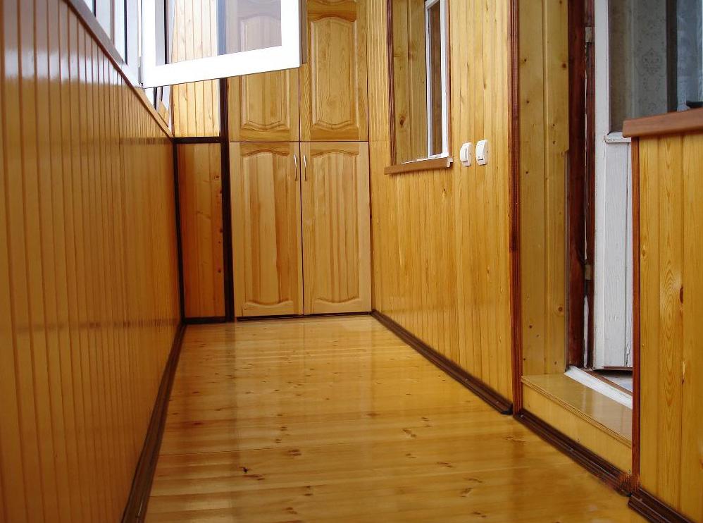 Чем покрыть пол на балконе: утепленный вариант балкона