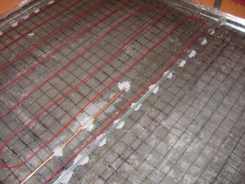 Рисунок 8. Чем покрыть пол на балконе: подогреваемый пол