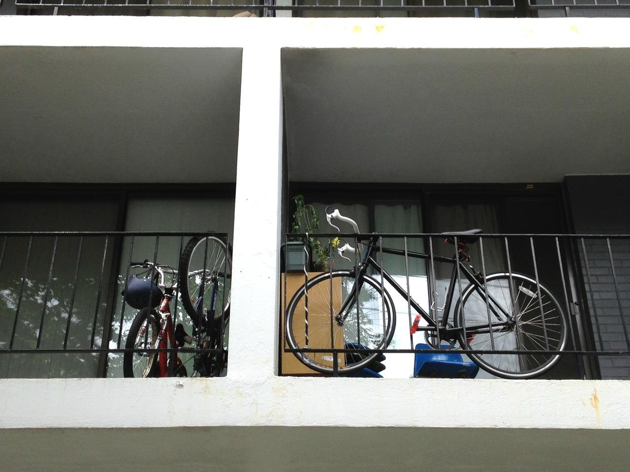 Хранение велосипедов на балконе и лоджии (трафик) / авто мот.