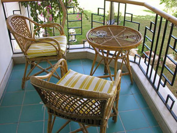 Чем покрыть пол на балконе: керамическая плитка