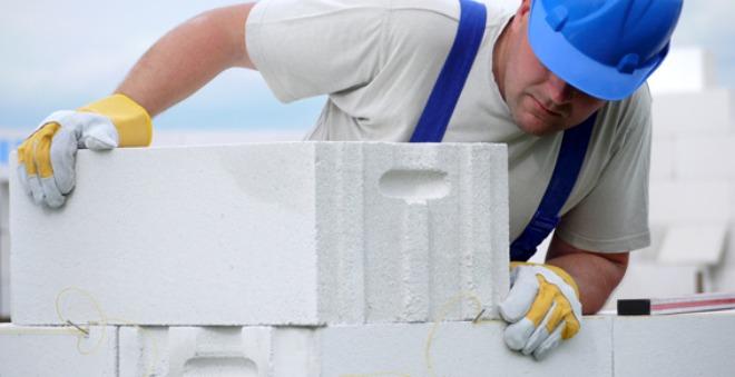 Выкладываем стену из газобетона
