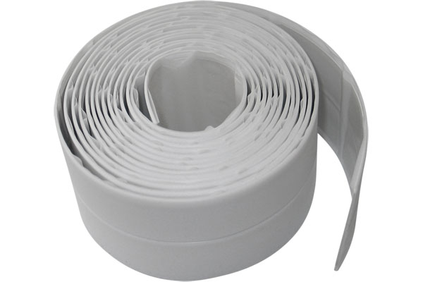 Чем заделать щель между ванной и стеной: пластиковая лента