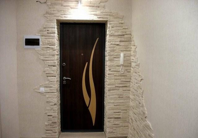 Отделка дверных проемов искусственным камнем