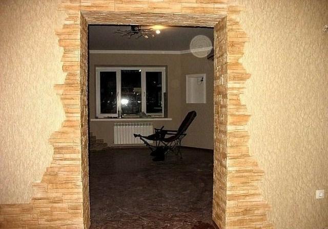 Дизайн отделки дверных проемов декоративным камнем