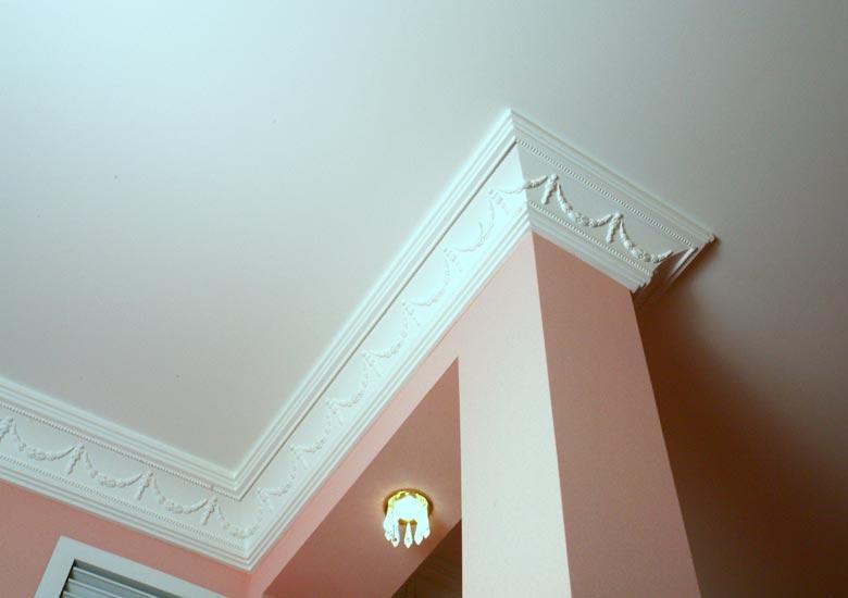 Наружный угол потолочного плинтуса