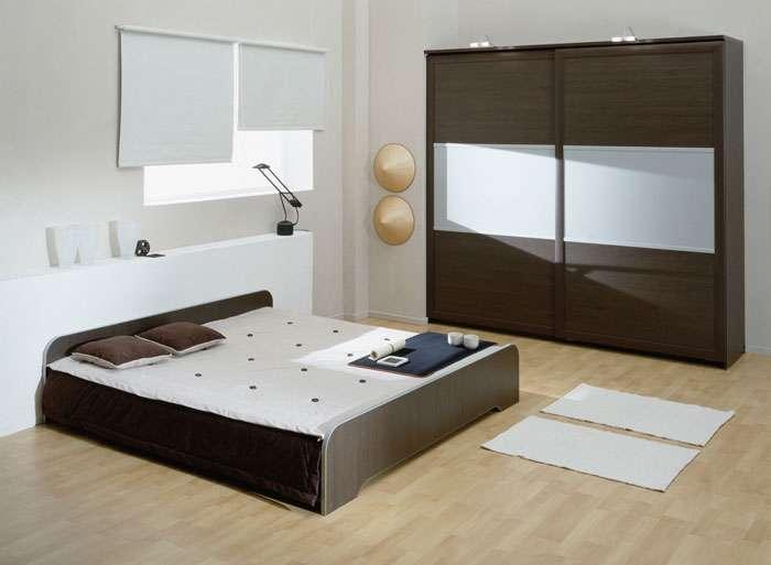Шкаф с раздвижными дверцами в спальне