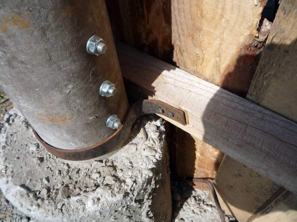Установка столбов для деревянного забора