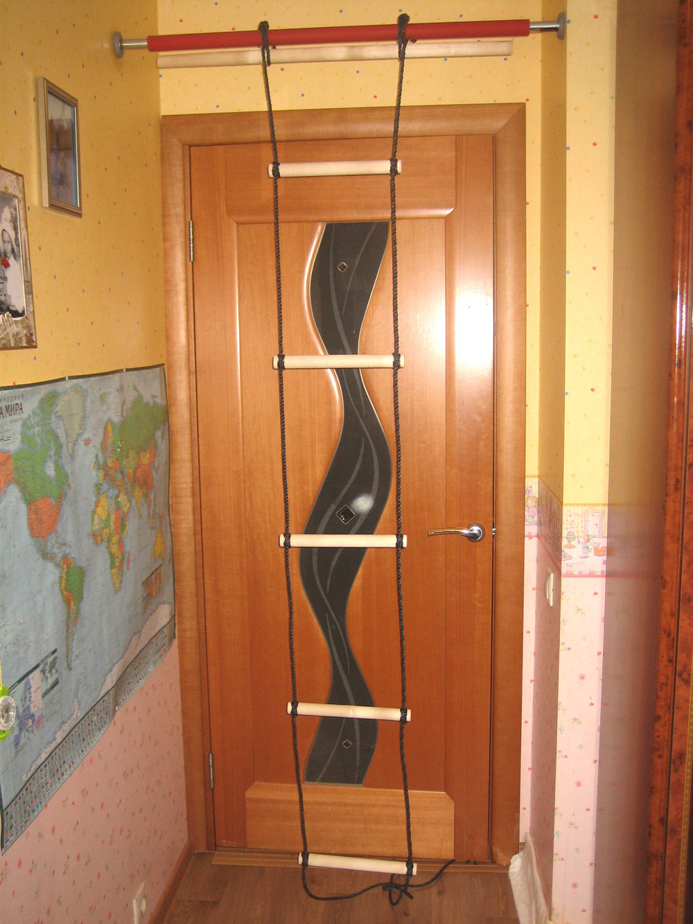 Веревочная лестница в коридоре