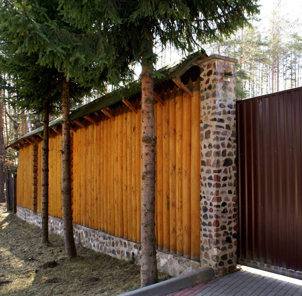Забор частокол на бетонном основании