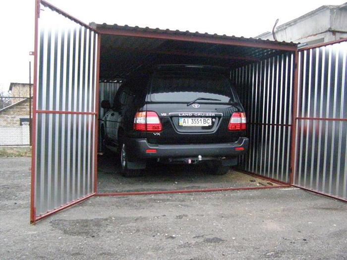 Ворота металлического гаража