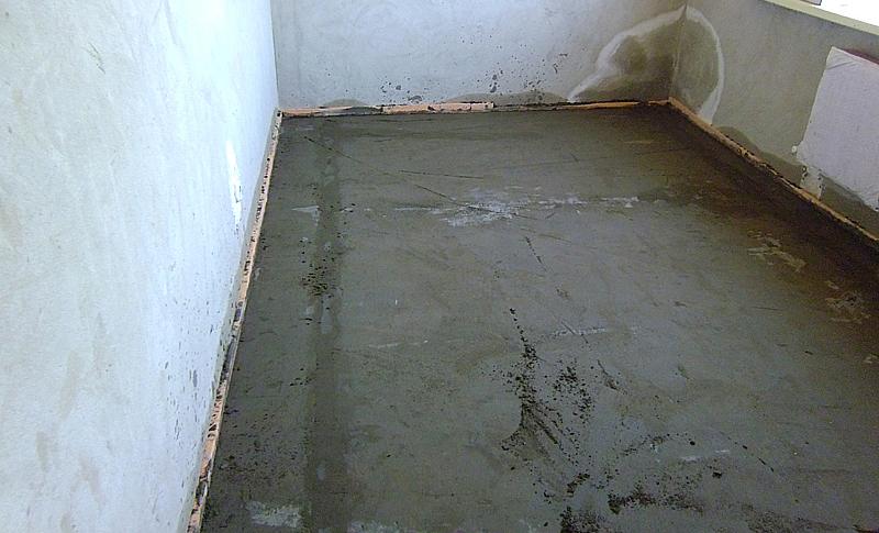 Цементная стяжка после заделки швов