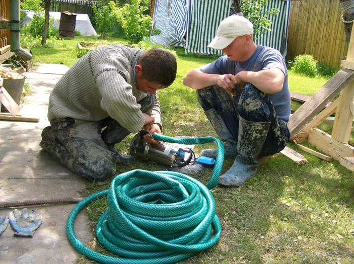 Монтаж насоса для откачки воды из шахты