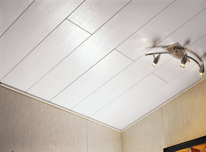 Выравнивание потолка ПВХ-панелями