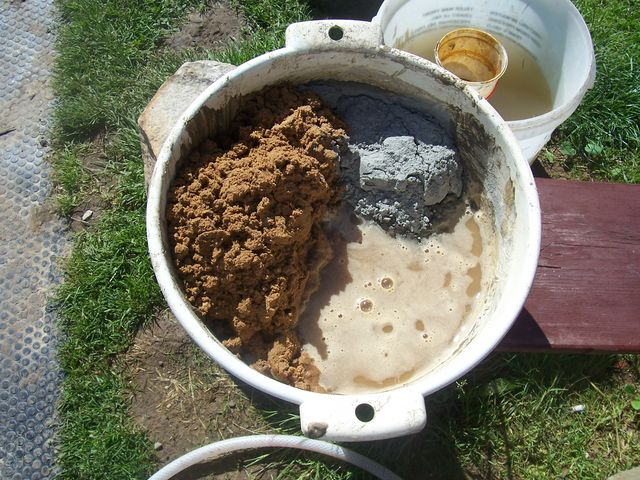 Приготовление бетона в ведре