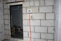 Штукатурка стен из пеноблоков после штробления под проводку