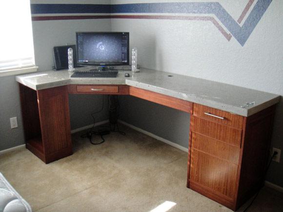 Стол с готовой бетонной столешницей