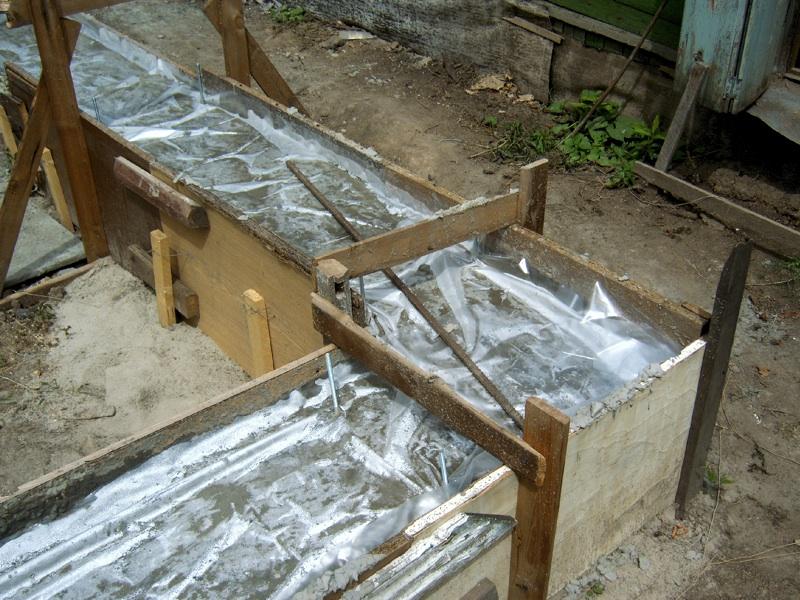 Укрытие бетонного фундамента полиэтиленом