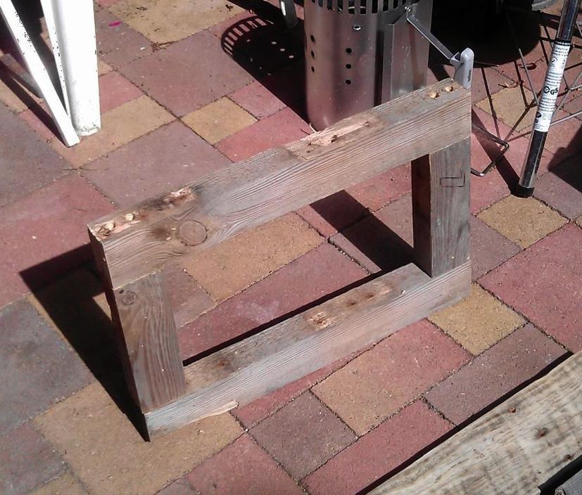 Готовая рамка для каркаса прикроватной тумбочки из дерева