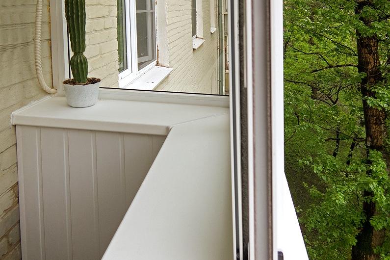 Балкон вынесен по подоконнику