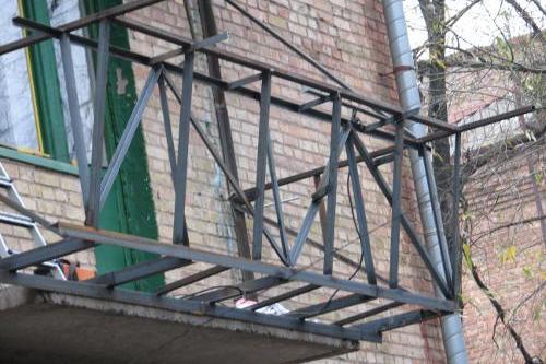 Балкон вынесен по полу