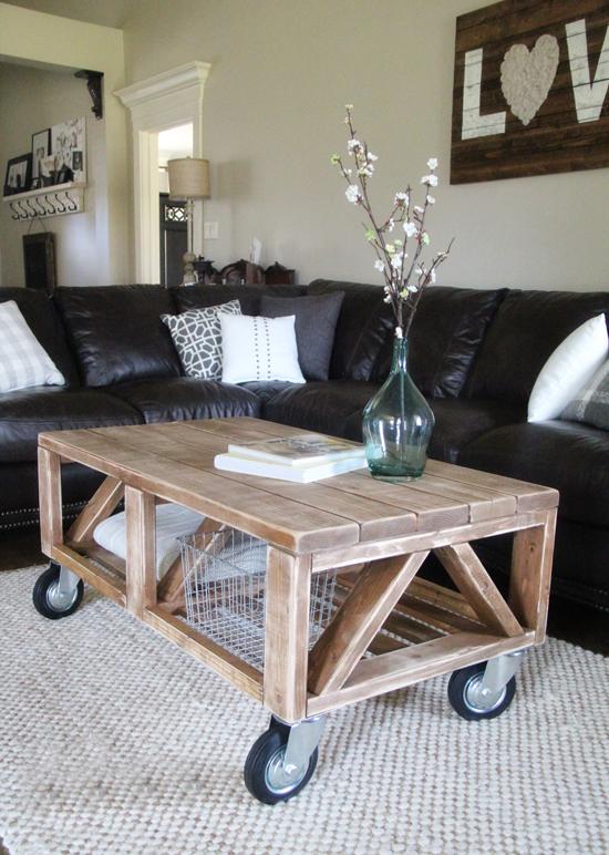 Кофейный столик в интерьере квартиры