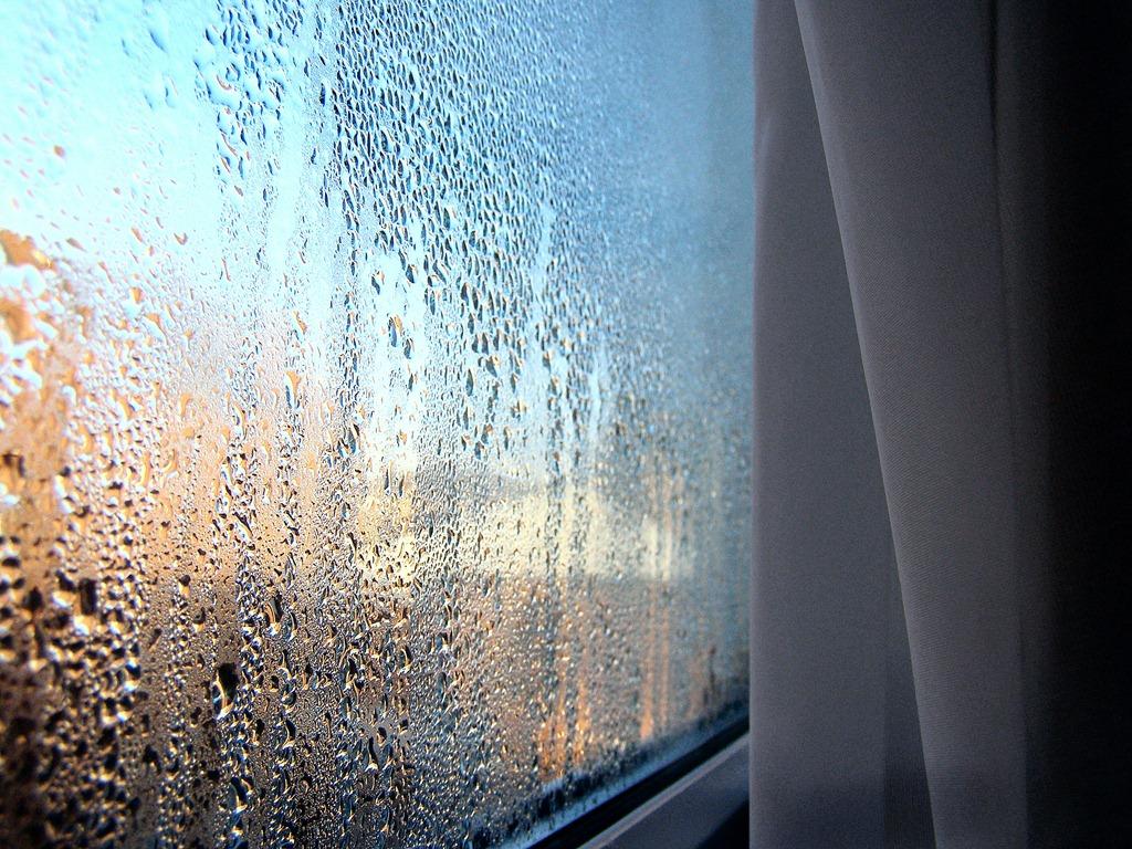 Потеют окна в новом доме