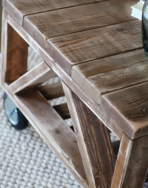 Обработка стола морилкой