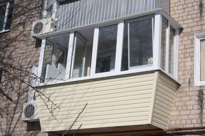 Выносное остекление балкона ПВХ-профилем