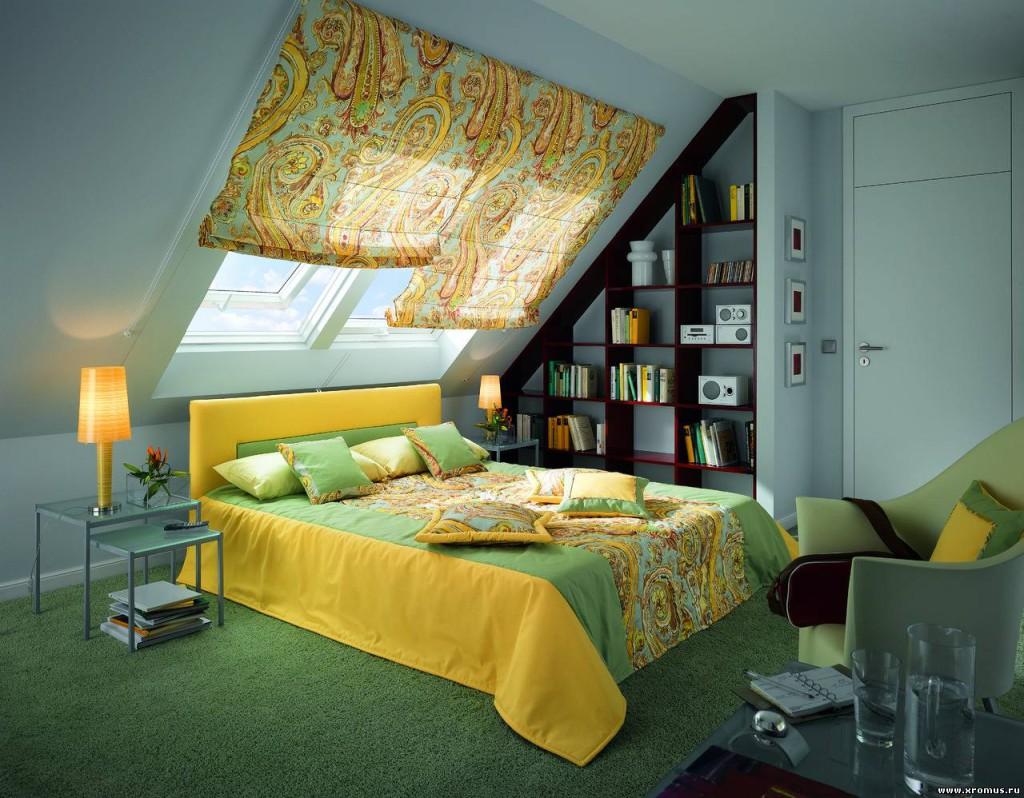 Сочетание оформления окна шторами с дизайном мансарды