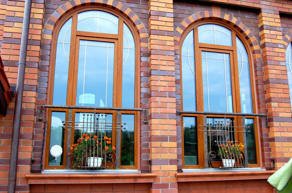 Декорирование окна золотыми шпросами