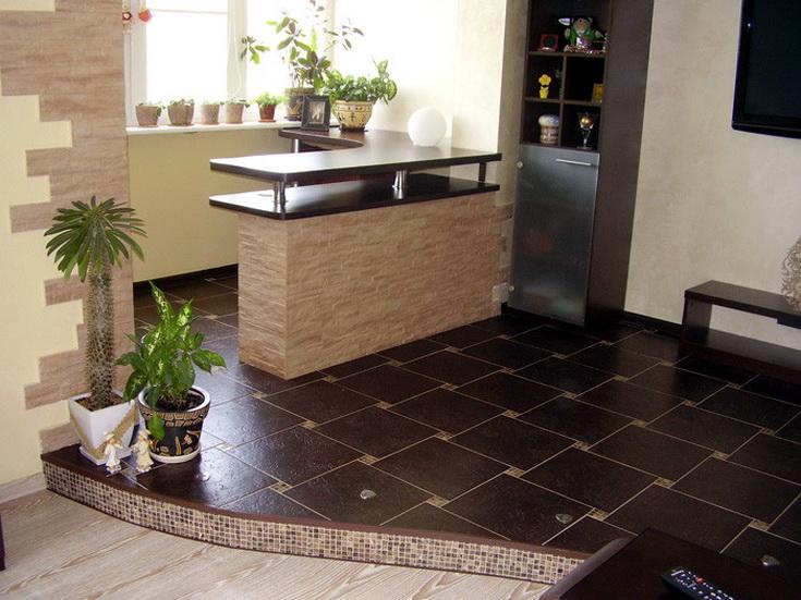 Обособление кухни подиумом, выложенным контрастной плиткой