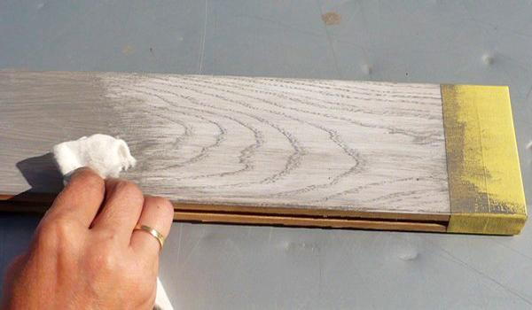 Водная морилка расцветки «беленый дуб», покрытая сверху восковой