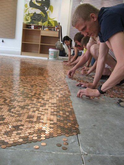 Укладка монет на подготовленный пол