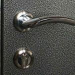 Чем и как покрасить металлическую дверь