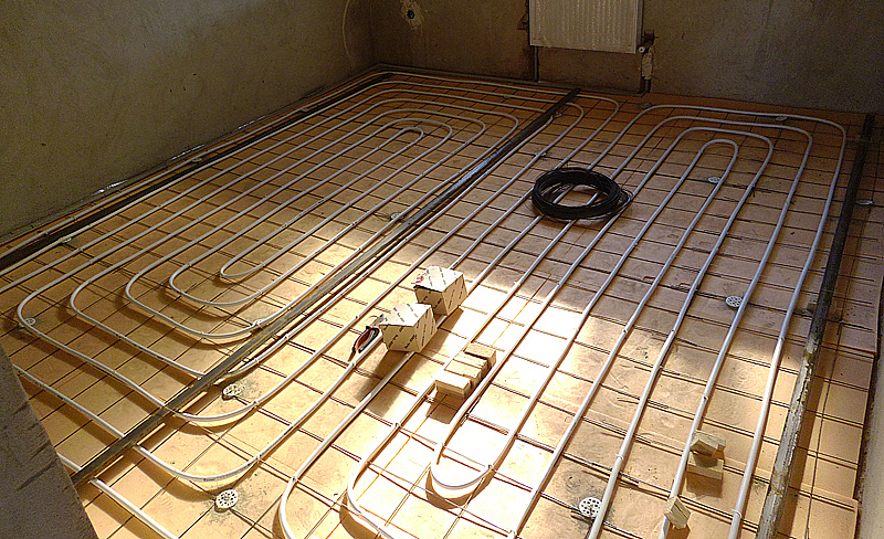Монтаж труб поверх теплоизоляционного слоя
