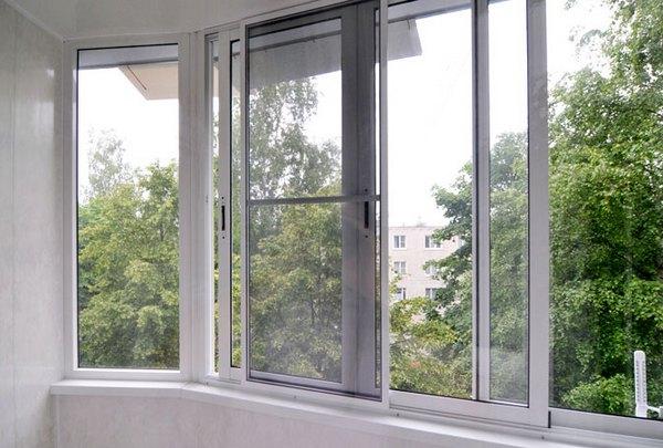 Раздвижная москитная сетка на окна балкона