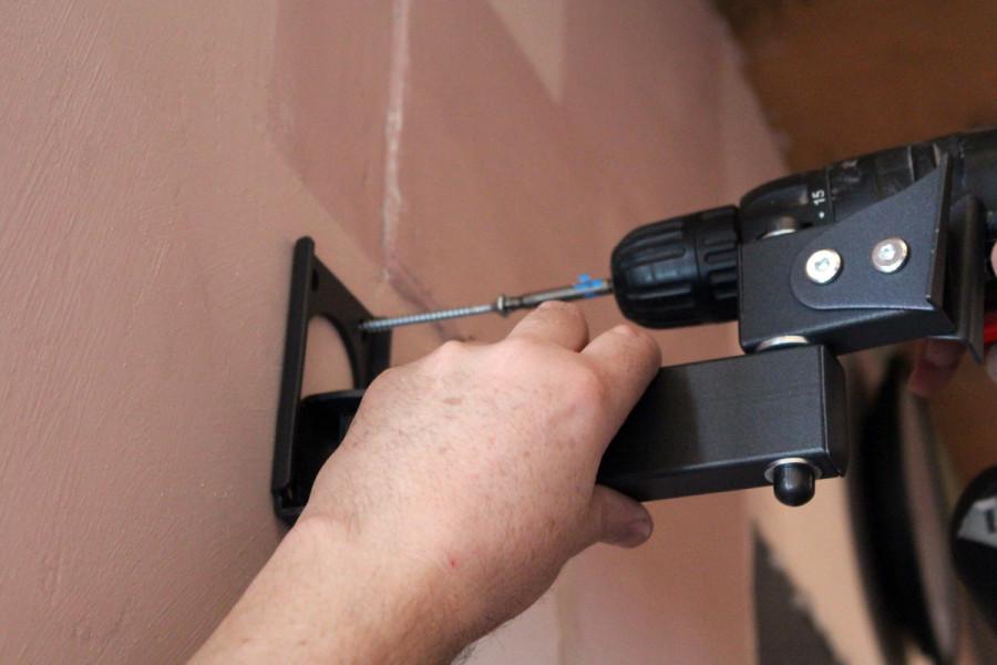 Установка кронштейна холдер на стену