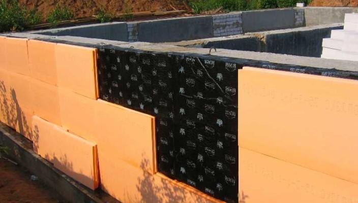Утепление стен фундамента пеноплексом