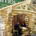 Стенд компании «Витязь-строй»: строительство рубленных домов и бань