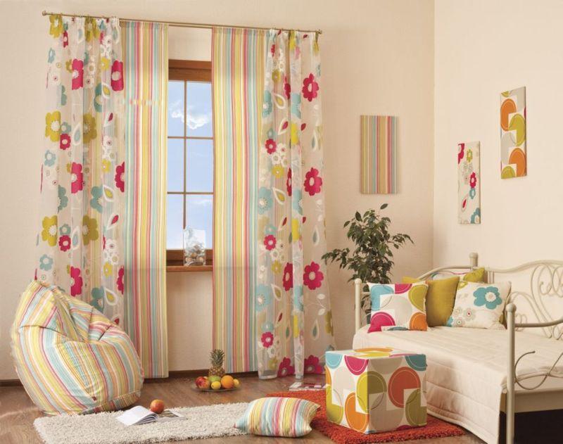 Цветовое решение по декору окна детской комнаты