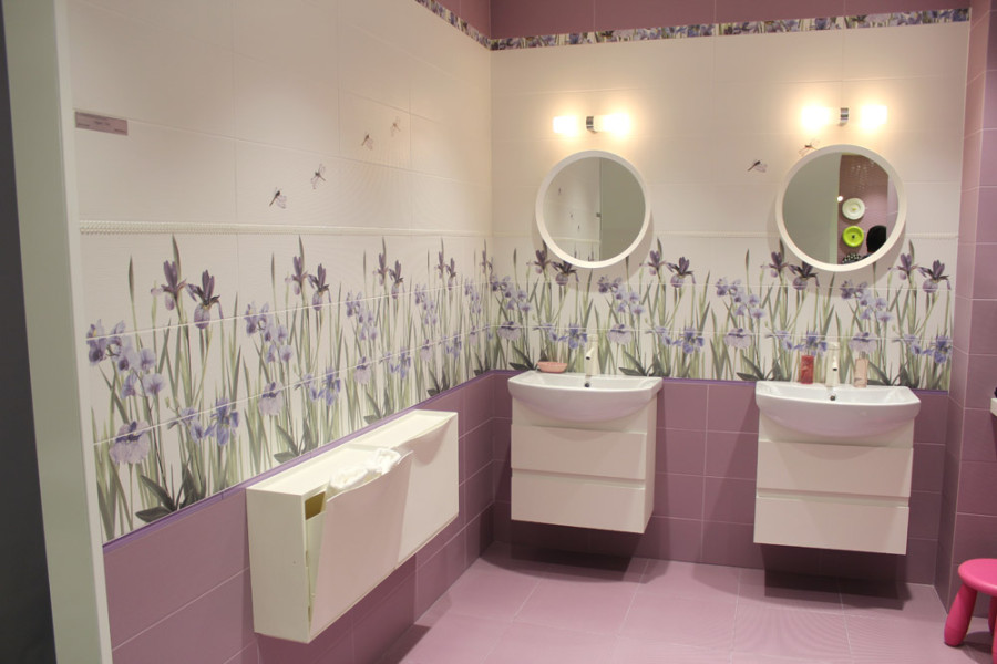 Уютная отделка плиткой ванной комнаты