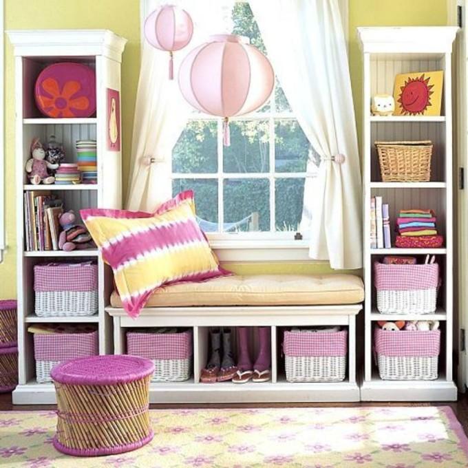 Пример дизайна комнаты с широким подоконником