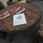 Деревянные стол и табуреты