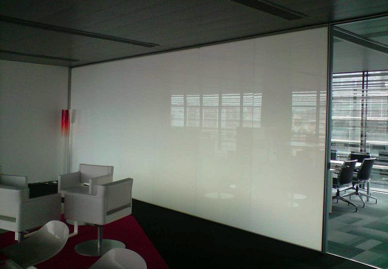 Офисные светопрозрачные перегородки при организации переговорной комнаты