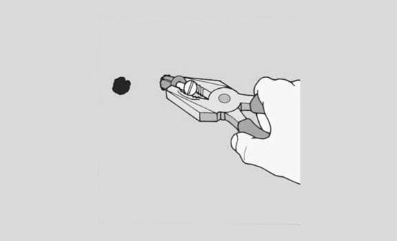 Как вытащить дюбель плоскозубцами