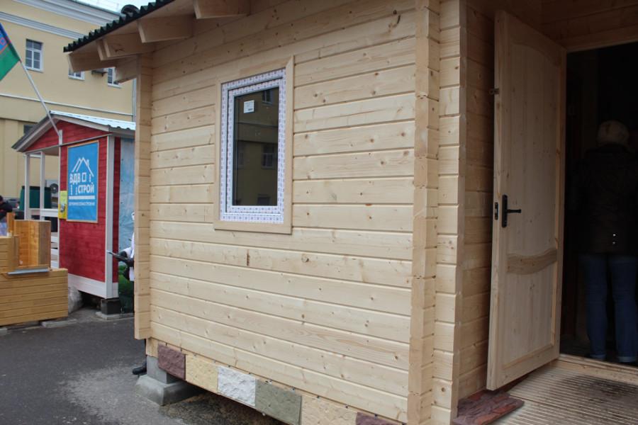 Сборный дом из бруса с крыльцом