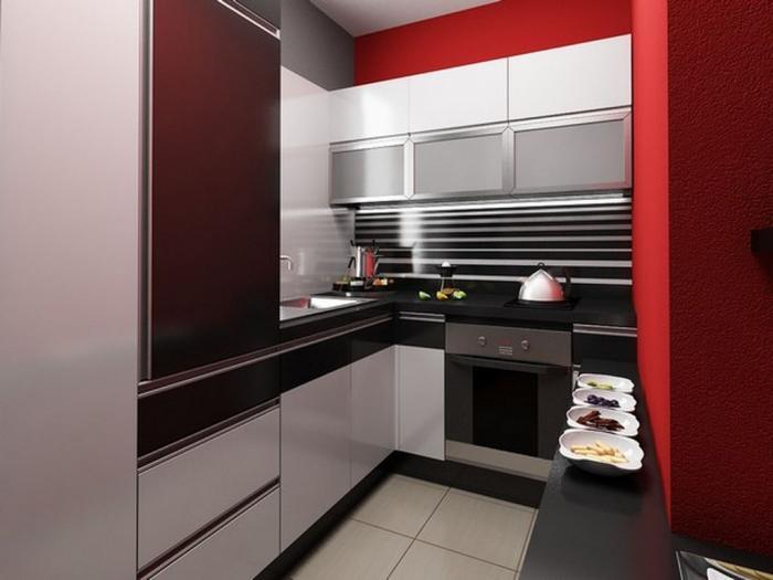 Маленькая кухня с преобладанием ярко-красных тонов