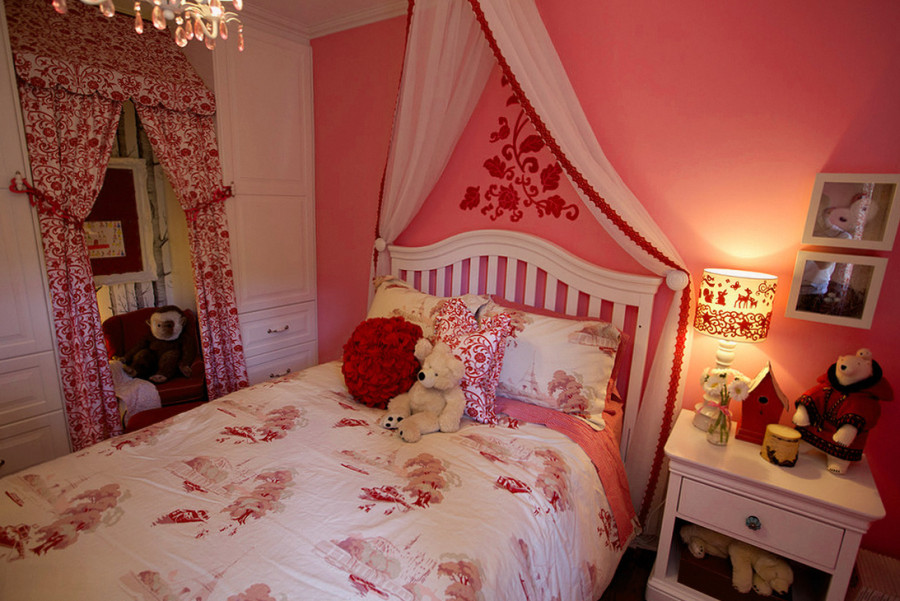 Детская комната для девочки 5 лет с ночным светильником