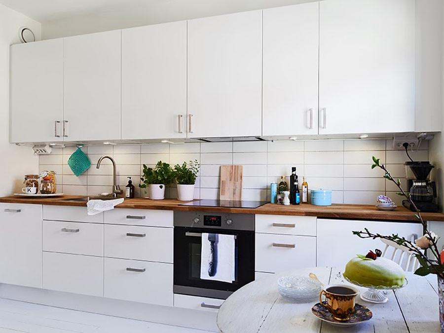 Мебель из дерева в скандинавском стиле кухни